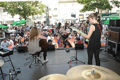 Talentwettbewerb auf dem Durlacher Marktplatz. Foto: rk