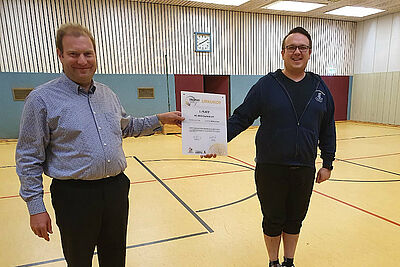 LkT-Jugendwart Alexander Loesch mit einem sichtlich stolzen Trainer Markus Hanke. Foto: pm