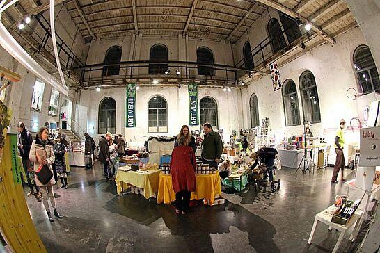 01 ARTVENT#17 in der Orgelfabrik - Zum Advent öffnet sich das Tor der Durlacher Orgelfabrik für alle, die in Vorfreude auf das Weihnachtsfest Geschenke suchen. (46 Fotos)