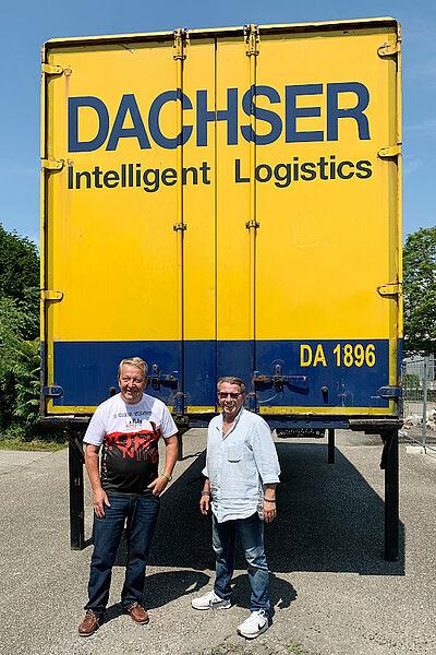 Gerhard Kessler (l.) und Carsten de la Porte – mit der Karlsruher Fanszene den LKW voll gemacht. Fotos: pm