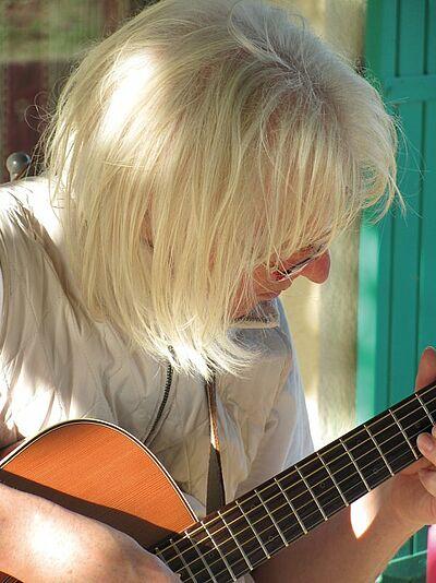 Adin Hassa: Lieder mundartlich. Foto: pm