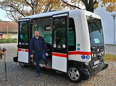 Autonom fahrender Zubringerbus für zukünftige Turmbergbahn. Foto: pm