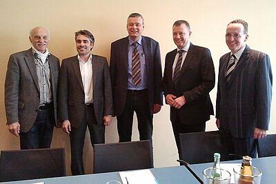 Pro Brötchentaste (v.l.): Helmut Wachter, Marcus Fränkle (DurlacherLeben); Michael Griener, Thorsten Ehlgötz, Dr. Albert Käuflein (CDU). Foto: cg