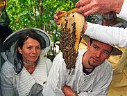 Interessierte Imker in spe bei einem Imkerkurs des gemeinnützigen Vereins Mellifera e.V. Foto: Mellifera