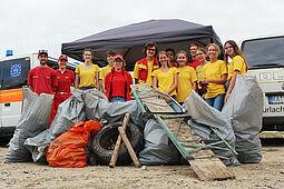 Die DLRG Durlach mit dabei beim Rhine-Clean-Up-Day. Foto: pm