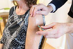 Ab Montag werden Impftermine an Ü60-Jährige ohne Vorerkrankungen vergeben. Foto: cg