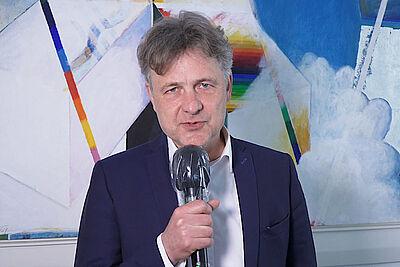 OB Mentrup im Interview auf dem Info-Portal von Stadt- und Landkreis Karlsruhe. Foto: pm