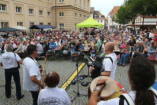 """August - Der SWR kommt mit einem Sommererlebnis nach Durlach und die neue Durlacher.de-Fotografin Anna zeigt beim """"kruschtln"""" und Sportfest fotografisch ihr Können (3 Galerien)"""