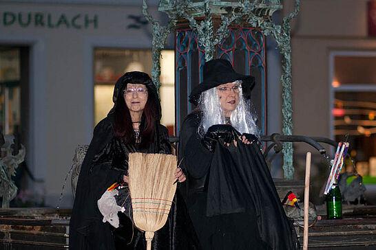 16 Nachtwächterrundgang in der Hexennacht - Im April - kurz vor der Walpurgisnacht - tauchen beim Rundgang immer wieder richtigen Hexen. (20 Fotos)