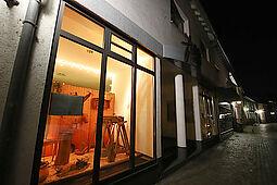 Das Weihnachtsfenster in der Bienleinstorstraße hatte am 1. Advent seine Premiere. Foto: cg