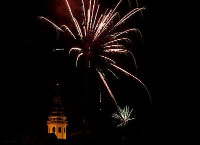 Silvesterfeuerwerk über der Durlacher Stadtkirche. Foto: cg