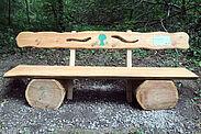 Forstwirt-Auszubildende bauen neue Sitzbänke. Foto: Stadt Karlsruhe