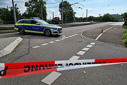Die Durlacher Allee wurde abgesperrt, der Straßenbahnverkehr wurde ebenfalls eingestellt. Fotos: cg