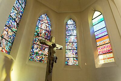 Altarraum der Stadtkirche Durlach. Foto: cg