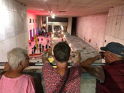 Blick riskieren: Einmal mehr können Bürger am 12. Oktober am Durlacher Tor erleben, was sich bisher bei den Arbeiten am Stadtbahn- und Straßenbahntunnel getan hat. Foto: pm
