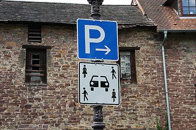 """""""Carsharing"""" auf dem Parkplatz am Blumentor in Durlach. Foto: om"""
