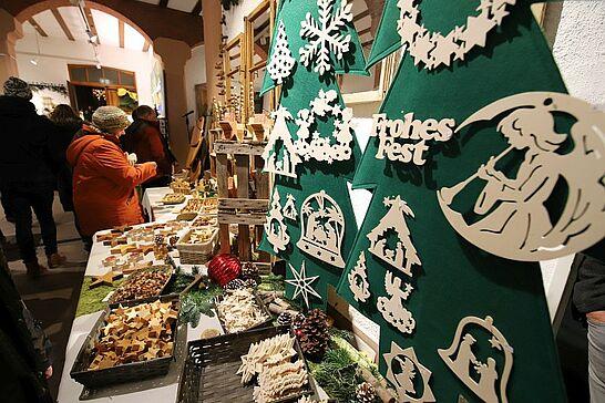 30 Weihnachtsmarkt im Rathaus (Eröffnung) - Traditionell eröffnen der Weihnachtsmarkt in Rathaus am Freitagabend des ersten Advents. (38 Fotos)