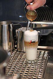"""Neueröffnung """"La Scala"""" – Kaffeezubereitung. Foto: cg"""