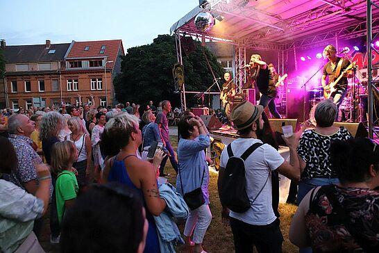05 Durlacher Altstadtfest – Freitagstour - Das 43. Durlacher Altstadtfest wurde am Freitag eröffnet, danach ging es auf Tour durch die Altstadt. (97 Fotos/1 Video)