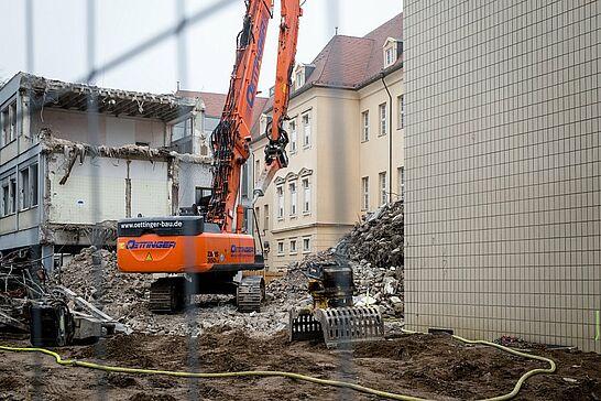 25 Schloss-Schule Durlach: Abrissarbeiten - Die in den 60er Jahren schnell hochgezogenen Pavillons der Schloss-Schule weichen nach und nach für einen Neubau. (12 Fotos)