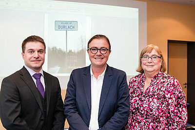 John und Brenda Landis zusammen mit Ortsvorsteherin Alexandra Ries (Mitte). Fotos: cg