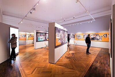 """Die Sonderausstellung """"Durlacher Augenblicke. Fotografien von Günter Heiberger aus den 1980er und 1990er Jahren"""" im Pfinzgaumseum wurde verlängert und kann wieder besichtigt werden. Foto: cg"""