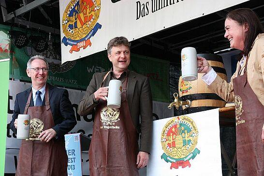 Juli - Mit dem Durlacher Altstadtfest und seinem Talentwettbewerb wurde im Juli wieder viel gefeiert. Kultur gab es auf dem Turmberg und dem Saumarkt zu erleben. (10 Galerien)