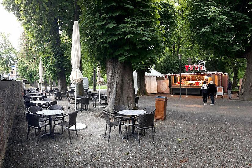 """Durlacher Schlossgarten: Das """"Thüringer Häusle"""" ist für die bevorstehende Öffnung der Außengastronomie bereit. Foto: cg"""