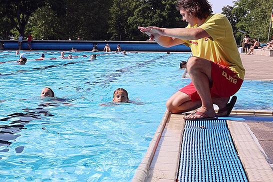 21 | Seepferdchentag im Turmbergbad - Wir waren im Turmbergbad und haben beim Seepferdchentag der DLRG OG Durlach e.V. vorbeigeschaut. (1 Video)
