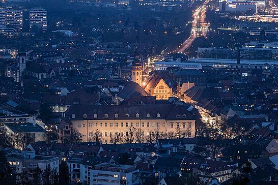19 Blaue Stunde auf dem Turmberg - Zur Blauen Stunde lässt sich die Aussicht vom Turmberg hinab auf Durlach besonders genießen. (10 Fotos)