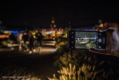 Städtische Dienste sowie nützliche Angebote soll die App digital@ka bündeln. Foto: Dennis Dorwarth Photographie