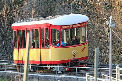 Für die Sommermonate werden die Betriebszeiten der Turmbergbahn von 18 Uhr auf 20 Uhr ausgeweitet. Fotos: cg