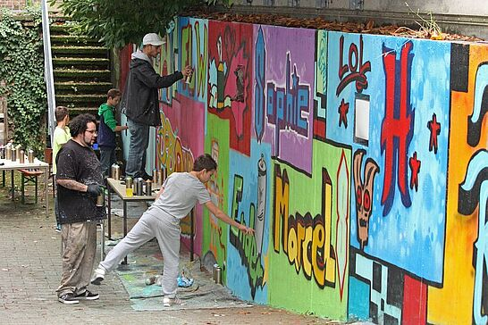 13 KJH Durlach: Graffiti-Workshop - Gemeinsam mit dem Stadtamt Durlach bot das Kinder- und Jugendhaus einen 2-tägigen Kurs für Teenies an. (10 Fotos)