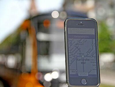 "Per Smartphone und der App ""Ticket2Go"" können Fahrgäste den neuen eTarif des KVV im Stadtgebiet nutzen. Foto: KVV"