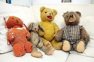 Die Patienten auf der Wartecouch. Foto: cg