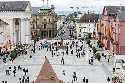 """Der Karlsruher Marktplatz wird zur Bühne für """"Karlsruhe springt"""". Foto: cg"""