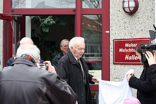 23 Festakt Walter-Walschburger-Halle - Die Vereinssporthalle der SpVgg Durlach-Aue bekam anlässlich der Jubiläumsfeierlichkeiten einen Namen. (11 Fotos)