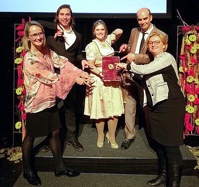 Große Freude beim Team der Staatsweinguts Karlsruhe-Durlach über den Ehrenpreis. Foto: pm