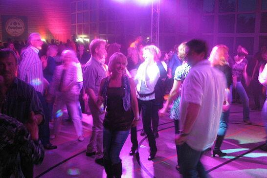 """15 Erste Auemer Ü30 Tanzparty (I) - Im Rahmen der 900 Jahre """"Freie Hansa-Stadt Aue"""" wurde bei der TG Aue das Tanzbein geschwungen. (11 Fotos)"""