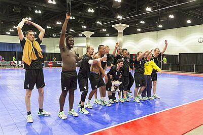 FREUDE PUR: Die deutsche SO-Nationalmannschaft bejubelt ihre Leistung im großartig besetzten Handballturnier der Weltspiele in Los Angeles. Fotos: SOD/Luca Siermann