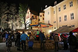 Mittelalterlicher Weihnachtsmarkt Durlach vor der Karlsburg. Foto: cg