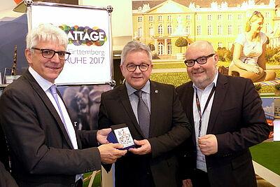 (v.l.) KTG-Geschäftsführer Klaus Hoffmann, Minister Guido Wolf und KEG-Geschäftsführer Martin Wacker auf der ITB in Berlin. Foto: cg