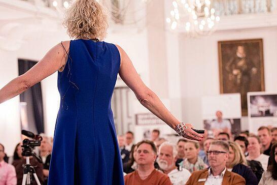 14 Kompetenz-Netzwerk KA-PF: Businessabend mit Sabine Zettl - Das Kompetenz-Netzwerk KA-PF präsentierte Sabine Zettl – Style und Image Consulting – im Festsaal der Karlsburg. (56 Fotos)