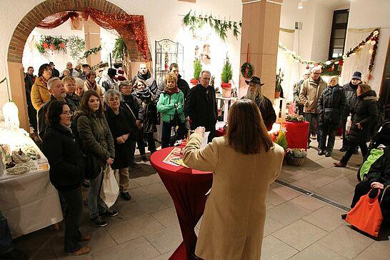 27 Weihnachtsmarkt im Rathaus (Eröffnung) - Traditionell eröffnen der Weihnachtsmarkt in Rathaus und der Mittelalterliche Weihnachtsmarkt am Freitagabend. (49 Fotos)