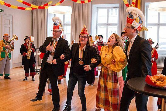 09 Empfang der Dorlacher Schlumple & Auguste im Rathaus - Das OKDF und das Stadtamt Durlach empfingen zusammen die Schlumple & Auguste im Bürgersaal des Rathauses. (16 Fotos/1 Video)
