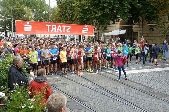 Oktober - Der traditionelle Turmberglauf der Turnerschaft führte wieder durch die Durlacher Straßen (1 Galerie)