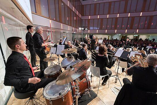 """18 """"BaRockig"""" – Frühjahrskonzert des Musikforums Durlach - Wer klassische Musik genauso liebt wie Rock, Funk oder Pop kam bei diesem Konzert voll auf seine Kosten. (50 Fotos)"""