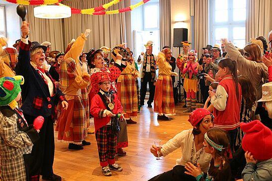26 Rathausfastnacht - Traditionell lädt das Stadtamt Durlach im Rahmen des Durlacher Fastnachtsumzugs Gäste und Karnevalsgruppen zur Rathausfastnacht ein. (125 Fotos)