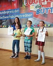 Tolle Leistung: Mia (links) belegte den ersten Platz beim Bundespreis 2018 der Nachwuchsbüttenredner. Foto: pm