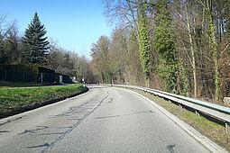 Die Rittnertstraße führt von der B3 durch das Dürrbachtal zum Thomashof. Bis Ende der Sommerferien sollen die Bauarbeiten andauern. Foto: cg